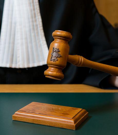 Voormalige fraudeofficier voor de rechter voor ontucht met minderjarige