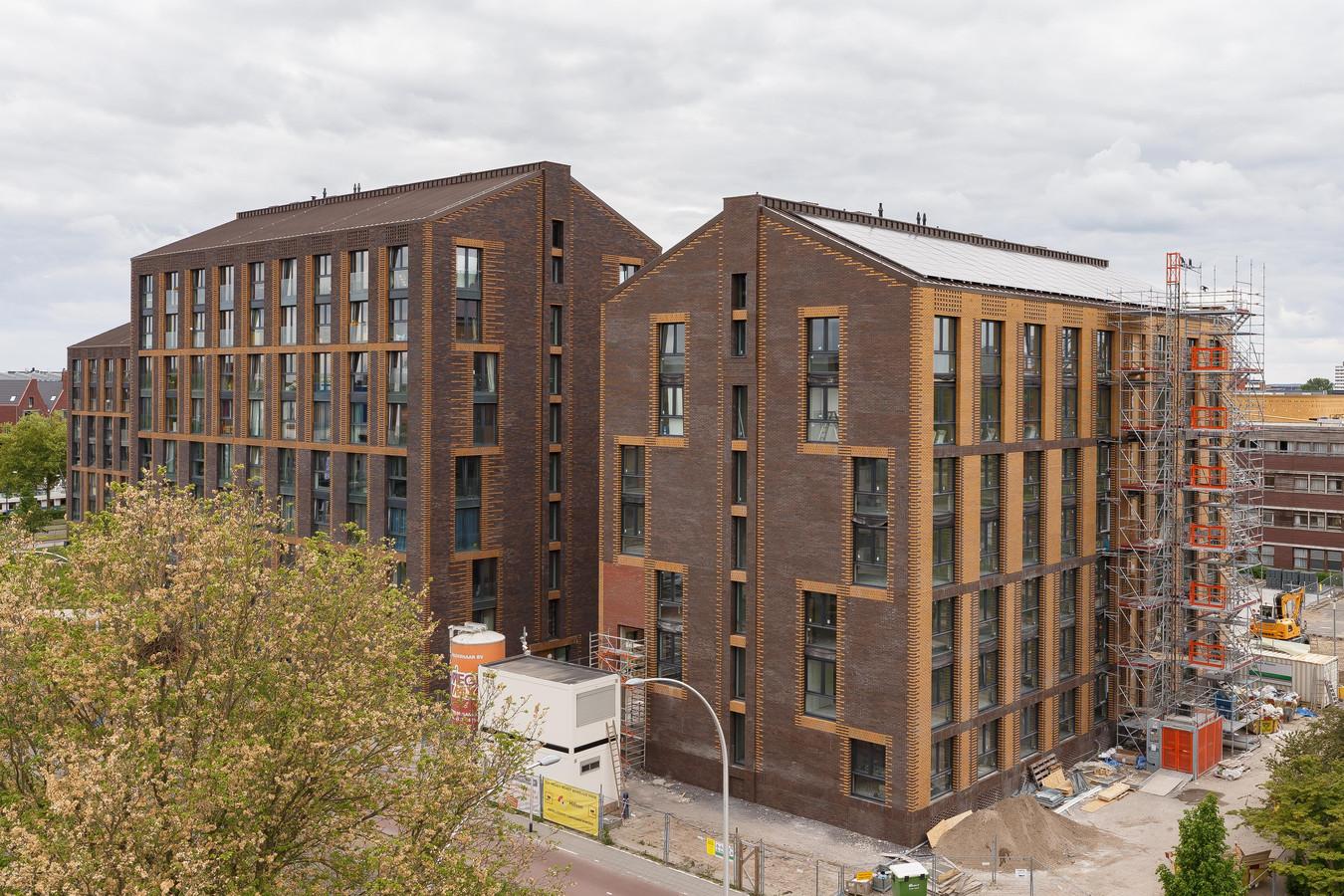 In deze nieuwe studentenflat aan het Talentenplein in Zwolle zouden studenten onder één dak gaan wonen met gedetineerden.