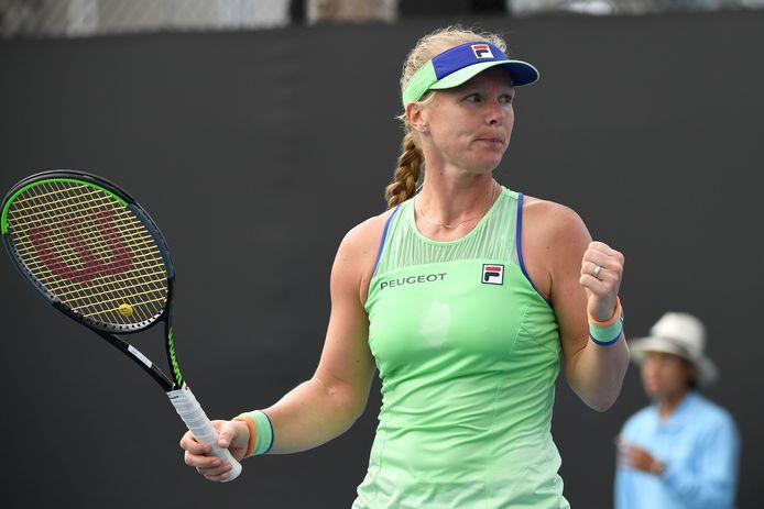 Kiki Bertens verslaat Arina Rodionova in twee sets.