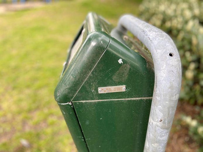 Iedere vuilnisbak in Schoten is genummerd