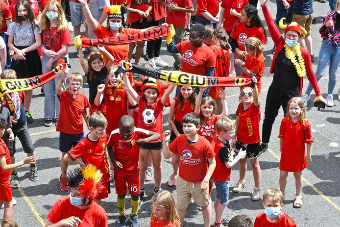 De Rode Duivelsgekte op de speelplaats in De Graankorrel in de Magdalenastraat