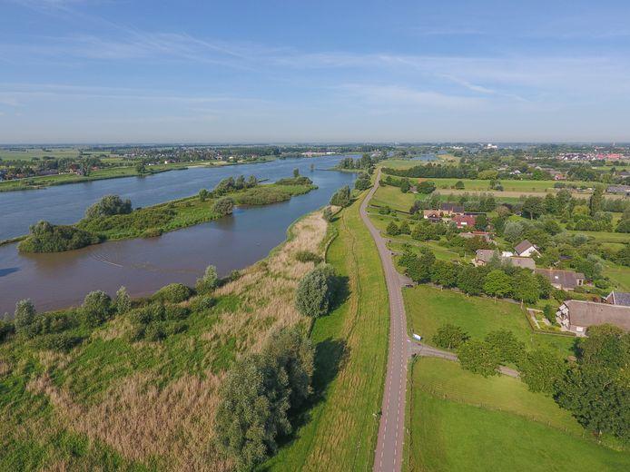 De Lekdijk tussen Salmsteke en Schoonhoven.