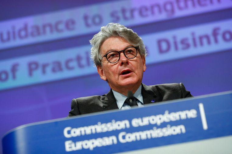 Europees Commissaris Market Thierry Breton wil dat Europa burgers zo goed als mogelijk beschermt tegen de 'infodemic'.  Beeld AP