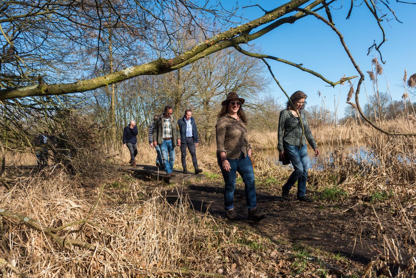 Tijdens de businesswandeling van netwerkvereniging Brabant Onderneemt vertelde Van Paassen woensdag aan een twintigtal ondernemende wandelaars over haar persoonlijke ervaringen met prestatiedrang.