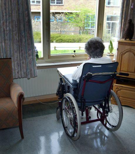 Verpleeghuizen in Twente hopen op 'ziekenhuis-effect': oud-medewerkers gevraagd bij te springen