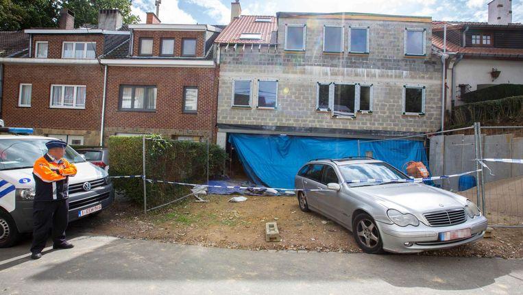 Gepensioneerd hoofdinspecteur Gerard 'Gigi' L. schoot met zijn voormalig dienstwapen meerdere keren op zijn buur omdat hij zich ergerde aan diens bouwwerken.