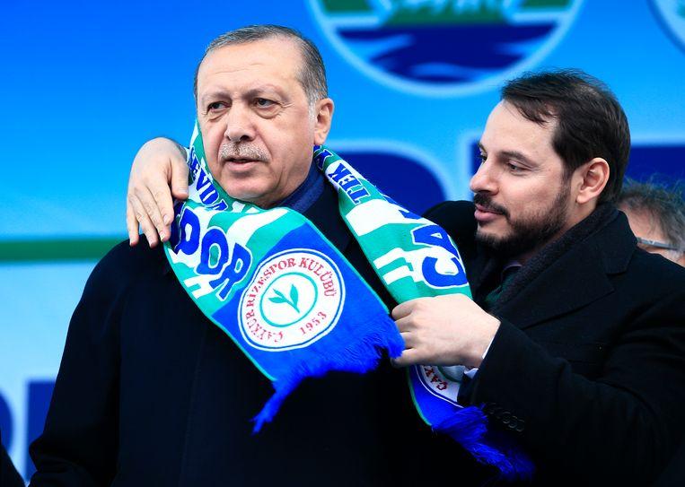 President Erdogan met zijn schoonzoon Berat Albayrak.  Beeld AP