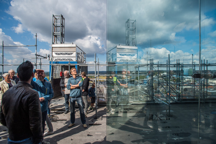 Bezoekers bekijken het steigerwerk van dichtbij. Foto: Rolf Hensel.