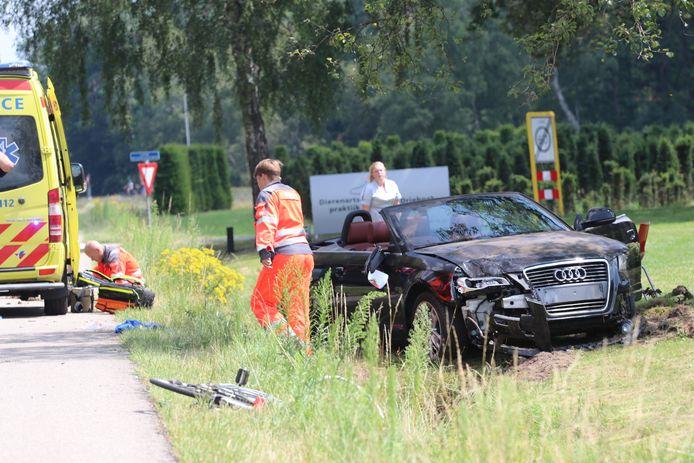 Bij het ongeluk op de N345 bij Klarenbeek raakte een fietser gewond.