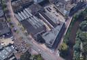 De Schellensfabriek in hartje Eindhoven met onder de Vestdijk. Aan de Bleekstraat en de Dommel ligt het deel dat in gebruik is bij onder meer de Stadsbrouwerij. Linksboven is het gemeentelijk monument aan de Vestdijk te zien. Ook duidelijk zijn de shed-daken die niet terugkomen in het plan van ontwikkelaar Stayinc.