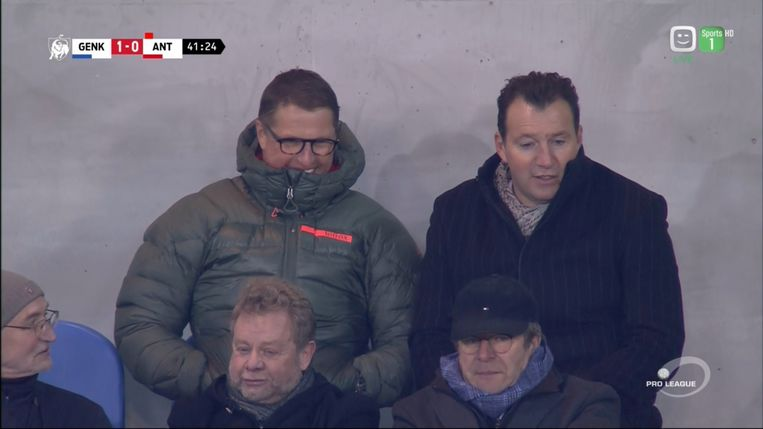 Marc Wilmots met gewezen assistent Vital Borkelmans in de tribune tijdens KRC Genk-Antwerp.