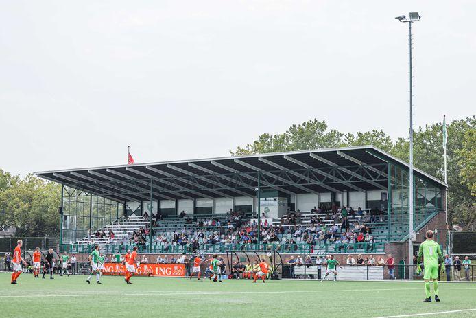 De tribune van sportpark De Blauwe Kei in Breda.