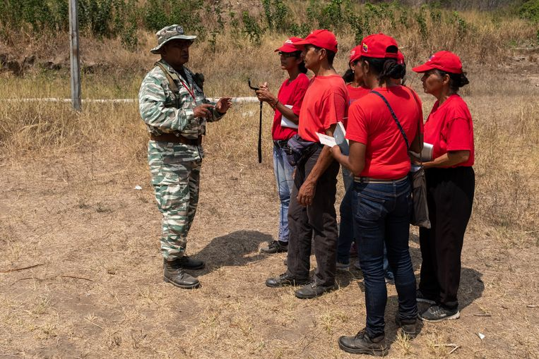 Training op het oefenterrein van de Milities van de Bolivariaanse Revolutie in Guatire. Beeld Marco Bello