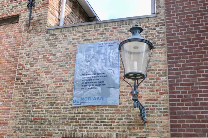 De tekst van een van de tien gedichten die wandelaars in Heusden kunnen tegenkomen.