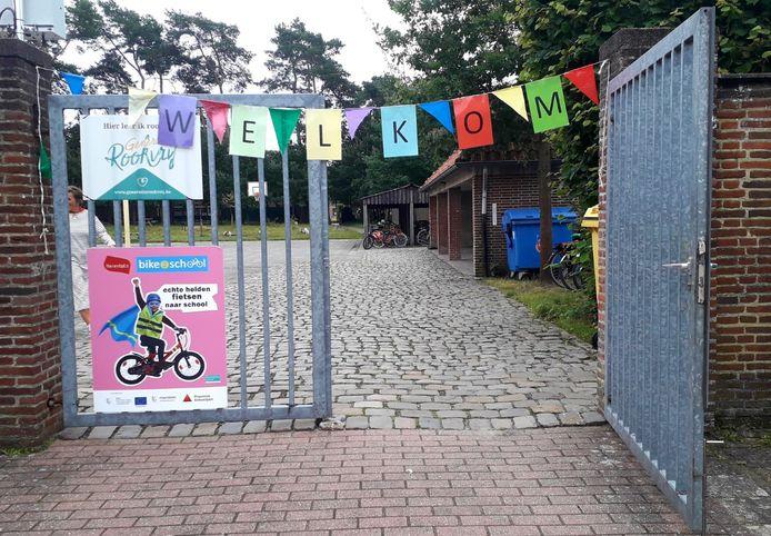 De schoolpoort van basischool 't Klavertje in Noorderwijk bij Herentals