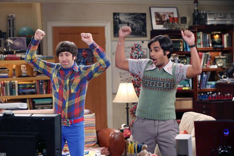 Acteur Kunal Nayyar in een spencer in tv-serie The Big Bang Theory. Beeld Alamy Stock Photo