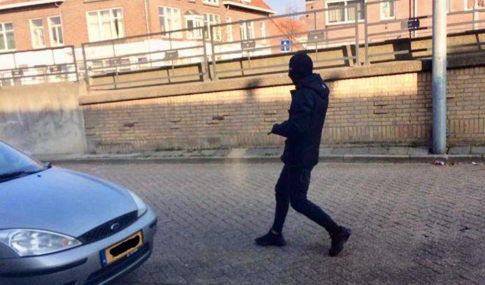 De foto van de schutter die op dat moment - in april 2019 - Frank Kerssens doodschiet aan de Beukenlaan in Eindhoven.