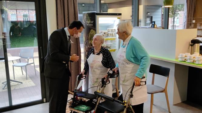 Minister Wouter Beke brengt bezoek aan woonzorgcentrum Onze-Lieve-Vrouw op Dag van de Zorgkundige