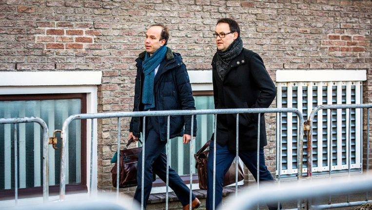 Advocaten Sander Janssen en Robert Malewicz komen aan bij de rechtbank om de belangen van hun client Willem Holleeder te behartigen Beeld ANP