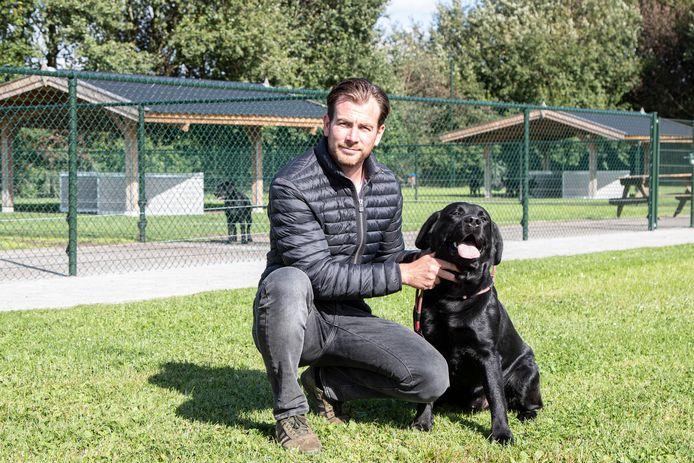 Mark ter Horst uit Vriezenveen begon in 2010 een hondenkennel, inmiddels is dat uitgegroeid tot een professioneel bedrijf. Ter Horst heeft alles dik voor elkaar, maar de buren klagen over onrustige honden. En nu hangt hem een dwangsom boven het hoofd.