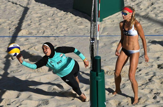 Op de Olympische Spelen 2016 in Brazilië: Doaa Elghobashy voor Egypte in actie tegen Canada.