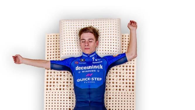 """Bondscoach Vanthourenhout ziet dat de Giro Evenepoel sterker zal maken: """"Remco zal met een geladen geweer op de volgende afspraak verschijnen, klaar om te scoren"""""""