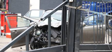 Auto ongeluk op Dorpsweg in Zijderveld