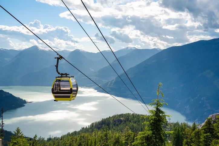 De 'Sea to Sky Gondola' ligt langs de Highway 99 op zo'n 45 minuten rijden van Vancouver.