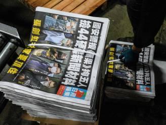Prodemocratische krant Hongkong komt dag na inval op redactie met extra grote oplage, uitgever en hoofdredacteur in de cel