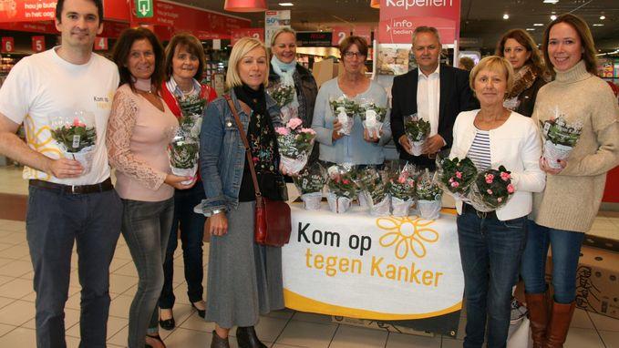 Vrijwilligers verkopen zevenhonderd plantjes