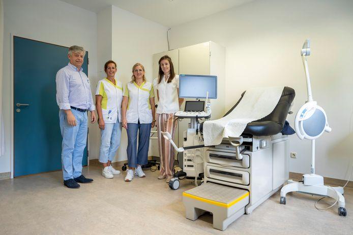 Kinderarts Ivo Corthouts, vroedvrouwen Jenny en Leentje en gynaecoloog Karlien Vossaert staan voortaan ook in Zele klaar voor zwangere vrouwen en jonge kinderen.