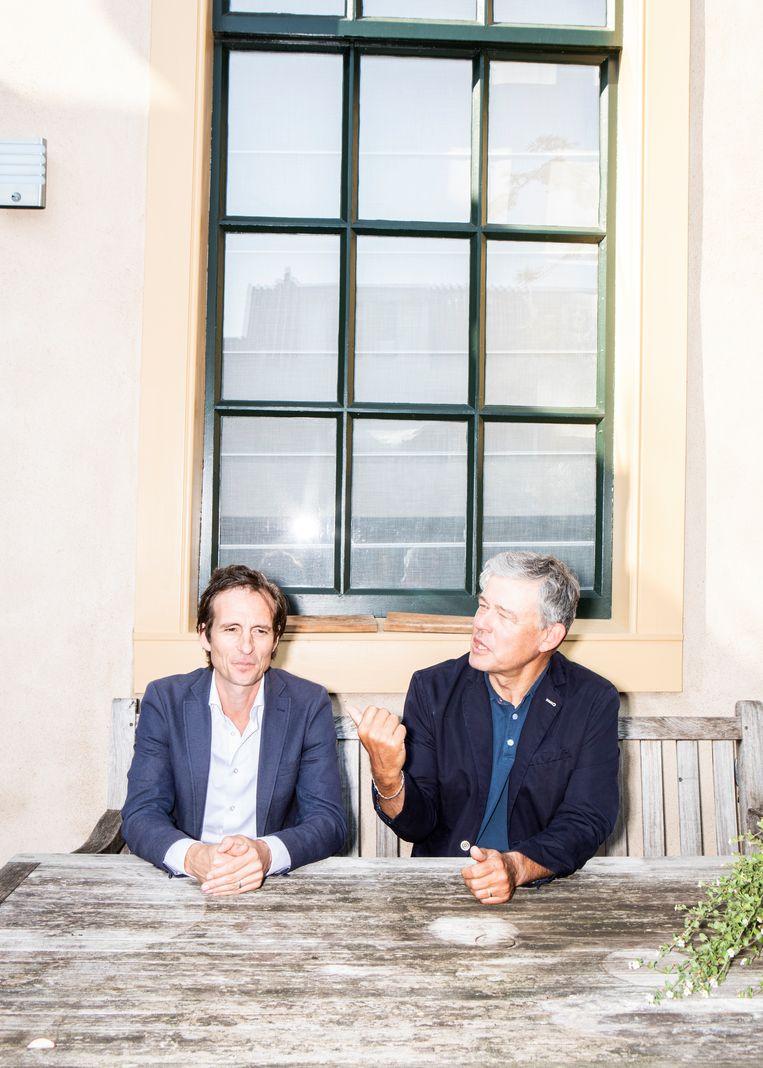 Michiel Vos en Charles Groenhuijsen. Groenhuijsen: 'Ik hoor ontzéttend weinig van Biden.' Beeld Hilde Harshagen