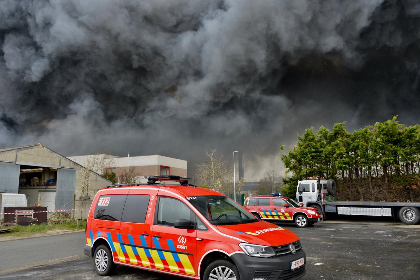 De brand ging gepaard met een dikke rookpluim
