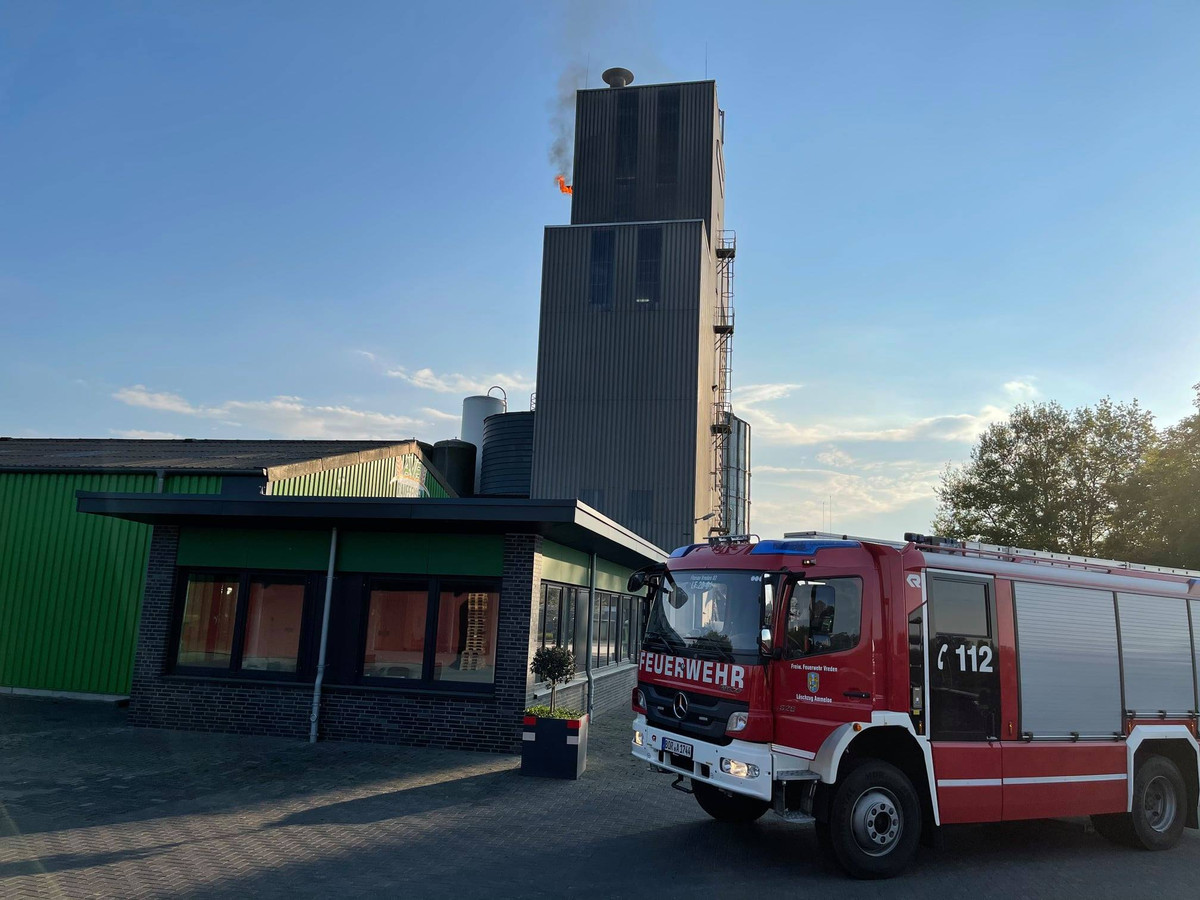 Brand bij diervoederbedrijf in Ammeloe