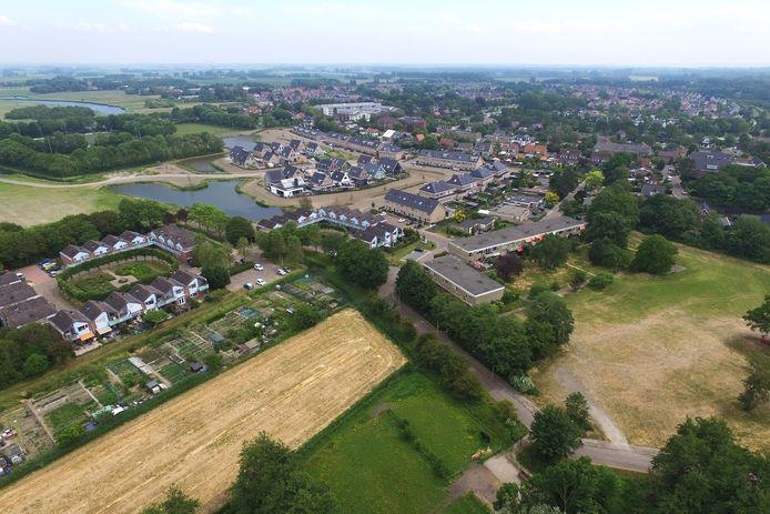 Een deel van het gebied waar de nieuwe woonwijk Drenkeling in Rockanje moet komen. Daarachter het gedeelte van de woonwijk Drenkeling dat er al staat.