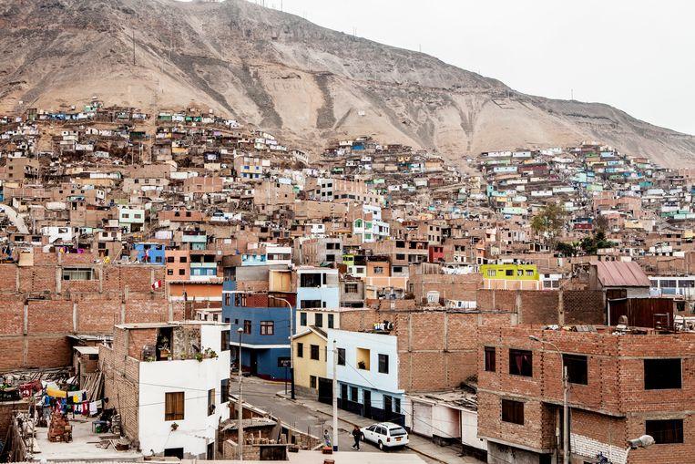 Zicht op Lima. De bevolking van de hoofdstad van Peru vertienvoudigde in tien jaar tijd. Jaarlijks komen er vijftienduizend nieuwe inwoners bij.  Beeld Yvonne Brandwijk
