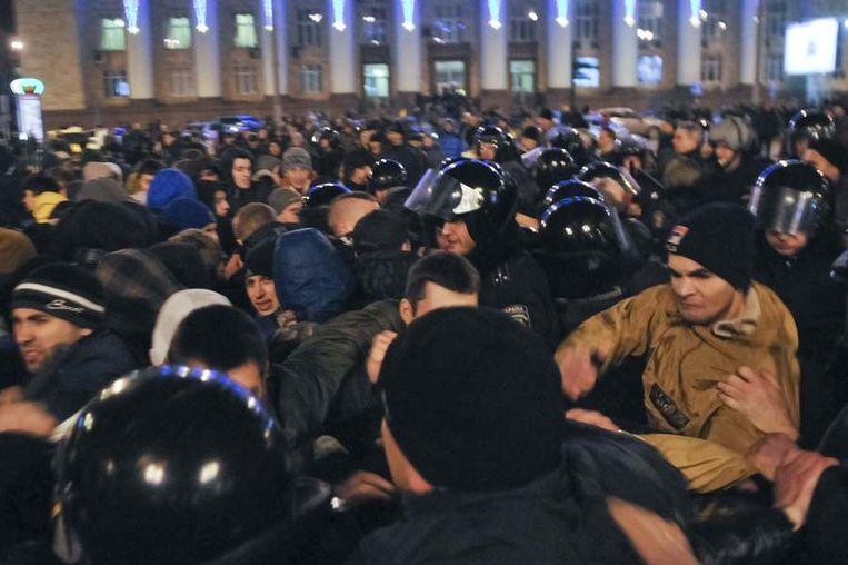 Pro-Russische demonstranten gisteren in Donetsk. Beeld reuters