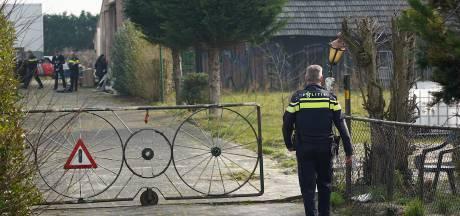 En weer zoekt de politie bij Jan B. in Hulten, dit keer naar drugs