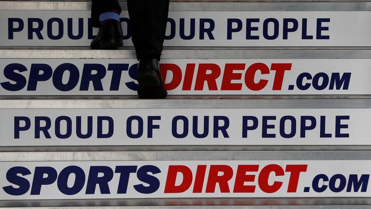 Ook SportsDirect heeft het niet gemakkelijk. Het personeel staakt er, nadat vakbonden en directie vrijdag niet tot een akkoord konden komen.