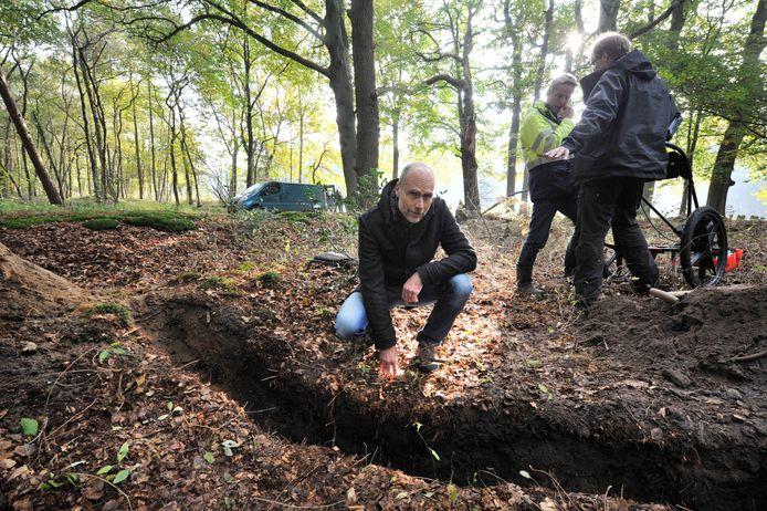 Historicus en schrijver Marco Krijnsen bij één van de zoektochten naar de resten van Jatti, het slachtoffer van de Fashionmoord uit maart 1971.