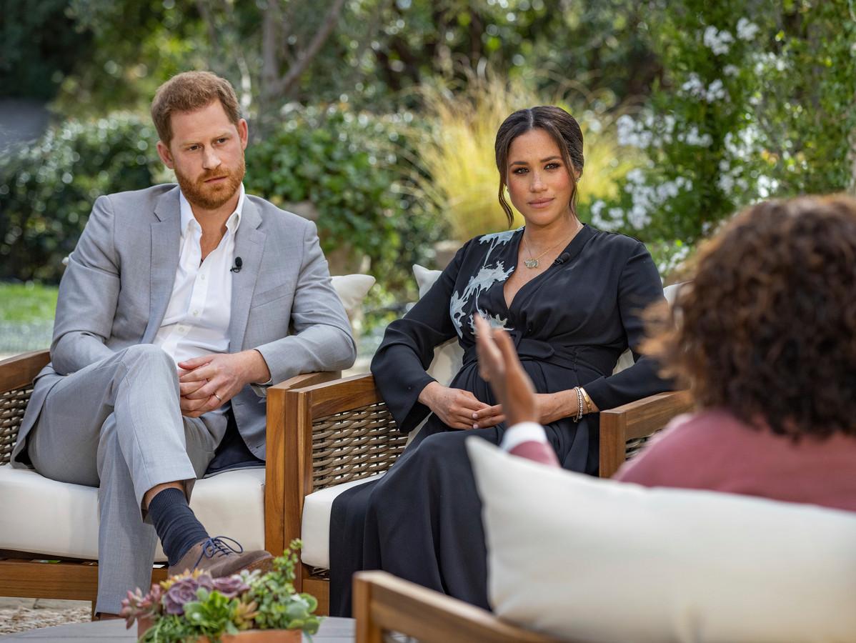 Harry en Meghan op de bank bij Oprah.