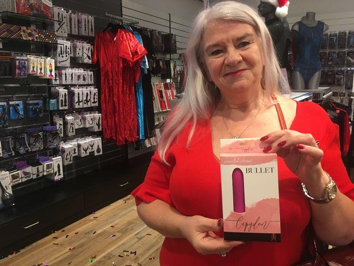 Brigitte Clement is vaste klant. Haar vorige vibrator belandde in de wasmachine dus kon ze een nieuwe goed gebruiken.