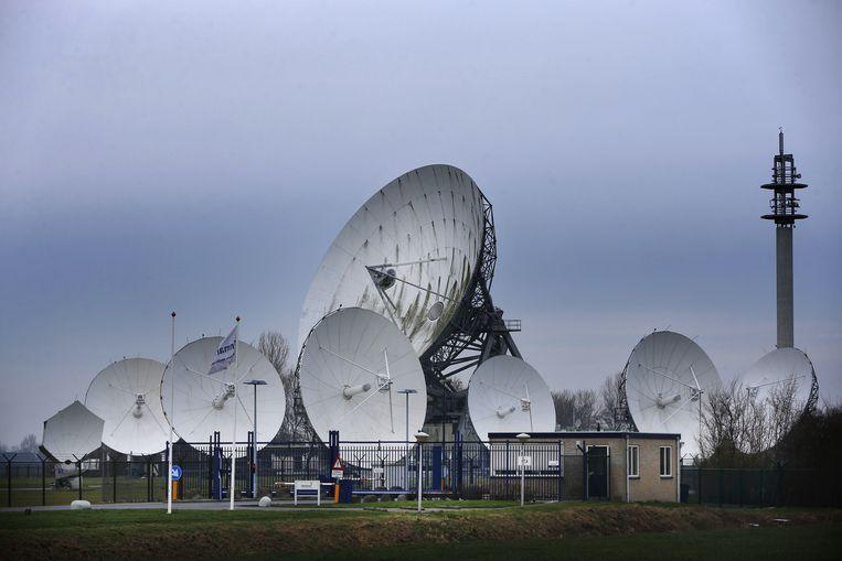Satellietschotels in Burum moeten van de overheid plaatsmaken voor 5G-diensten van telecombedrijven. Beeld ANP