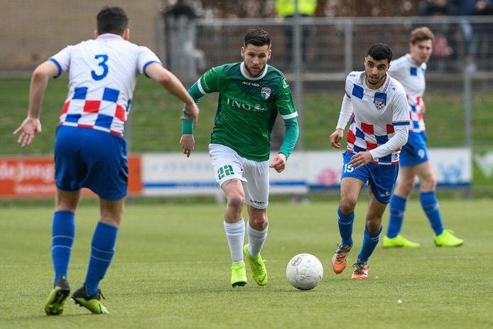 Mika Ahrens, hier nog in actie voor VVOG, heeft het goed naar zijn zin bij Sparta Nijkerk, maar hoopt wel meer aan voetballen toe te komen.