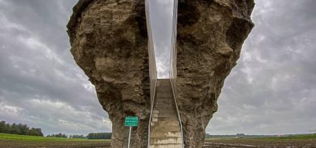 Bob Gramsma trots op eerste  landschapskunstwerk in Dronten: 'Benieuwd welke bijnaam het krijgt'