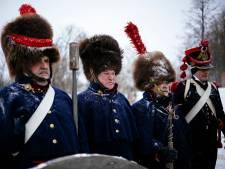 """Des grognards de Napoléon inhumés avec les honneurs en Russie: une """"réconciliation"""" symbolique"""