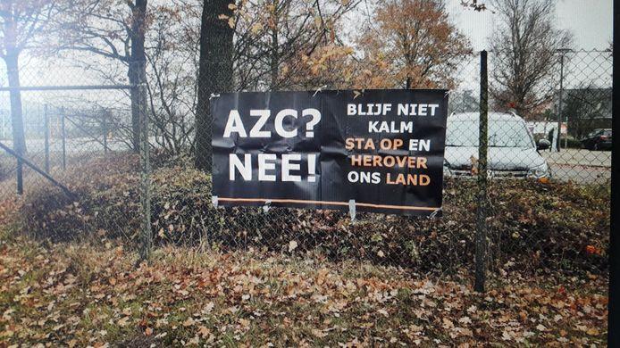 Een van de spandoeken van de rechts-extremistische actiegroep Identitair Verzet in Borne.