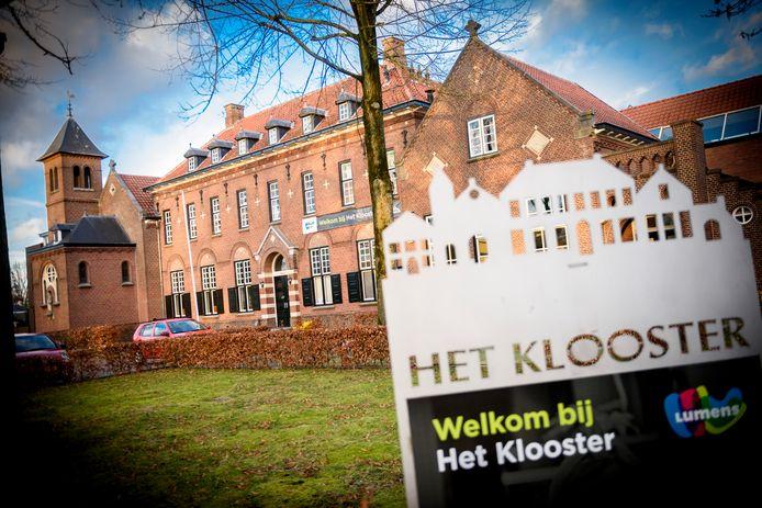 Het Klooster is sinds 2019 geen eigendom meer van de gemeente Waalre. Het gemeenschapshuis werd voor 1,2 miljoen euro verkocht aan een groep investeerders.