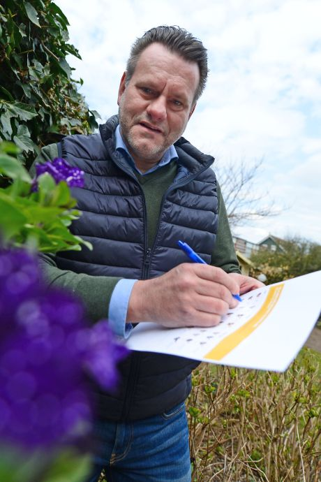 Bijen tellen in Twente: In de nét te kille tuin is het 'armoe dit jaar'