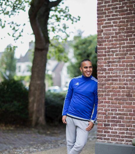 Aziz helpt ex-jeugdgedetineerde Mo op het rechte pad te blijven en krijgt hartverwarmende reacties op LinkedIn